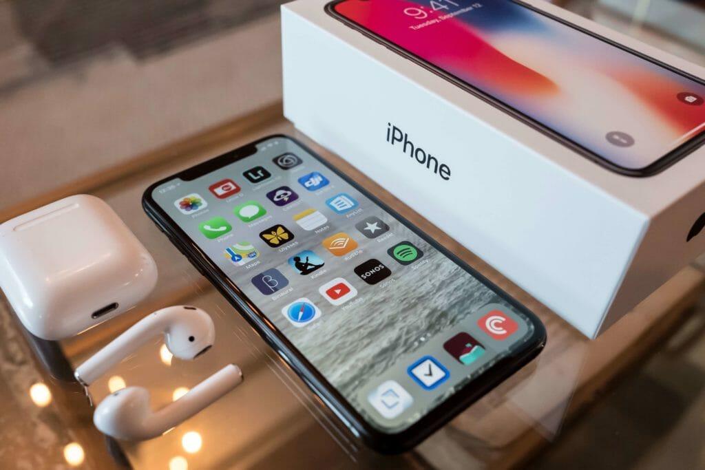 iPhone XのケースはiPhone XSにも使えるけど注意が必要